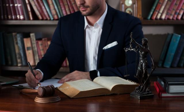 法律の勉強は期間を決めて合理的に学ぼう / 大学生が司法試験に合格し弁護士になるには?